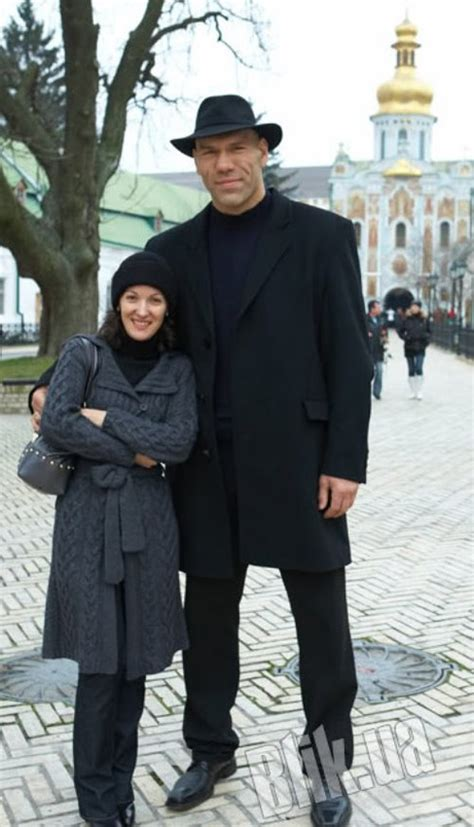 Nikolai Valuev and His Tiny Wife - Outside The Match