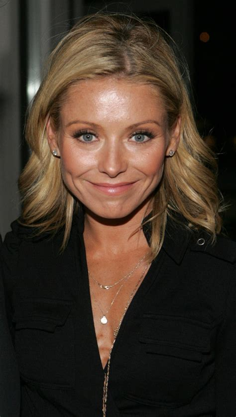 BartCop's TV Hotties - Kelly Ripa - Page 54