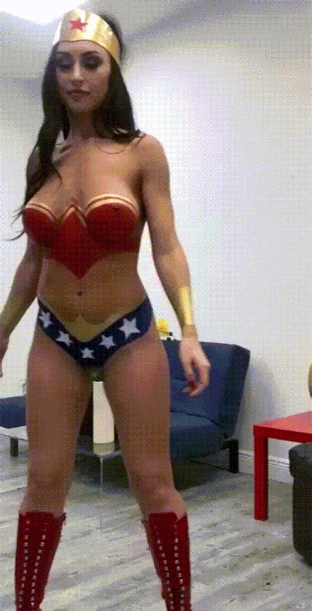 Wonder Woman Cosplay Is The Best | UnBatch