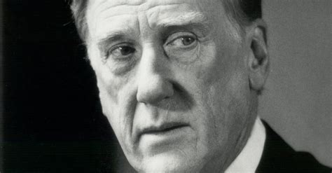 Donald Moffat, 87, a Top Actor Who Thrived in Second