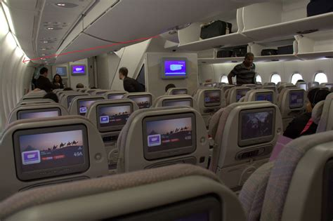 airliner - Why is the lower deck of the Airbus A380 curved