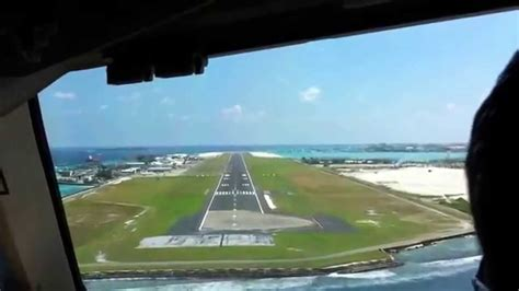 Landing from cockpit in MALE airport (Maldives) - YouTube